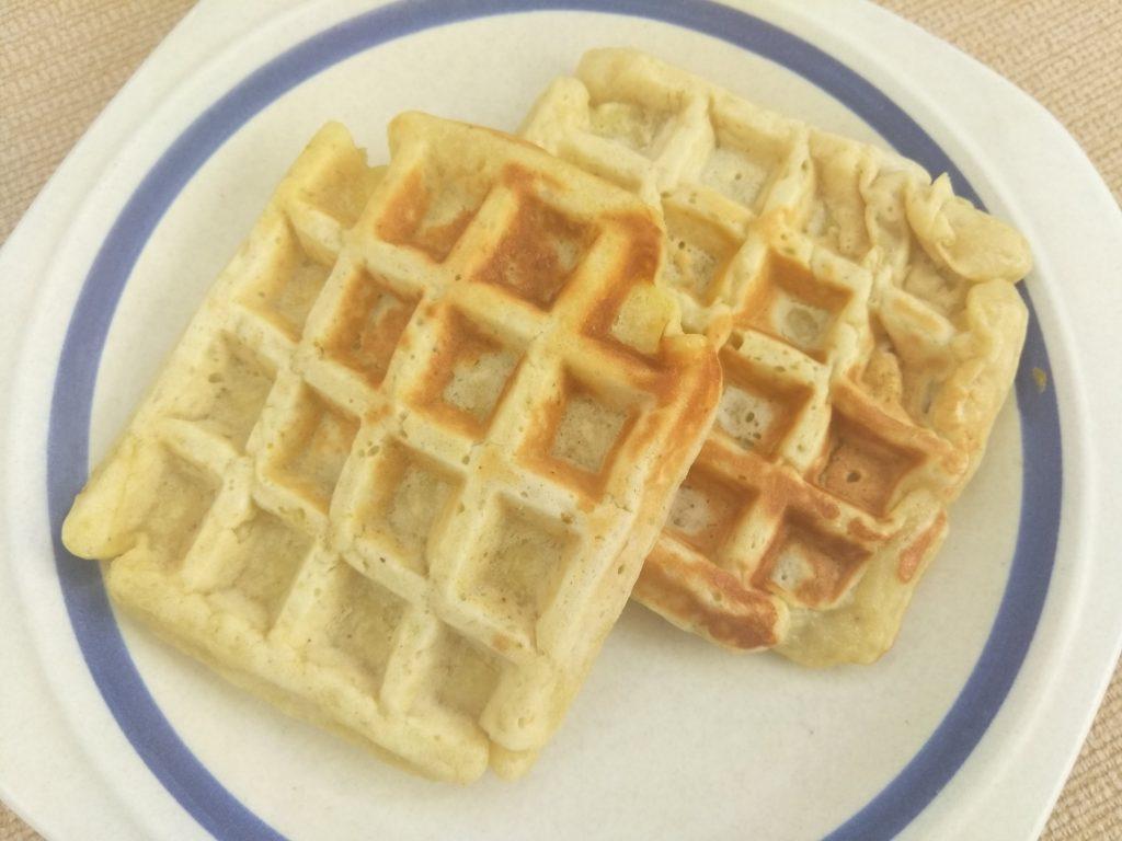 Фото рецепта - Яблочные вафли по-венски на молоке - шаг 6