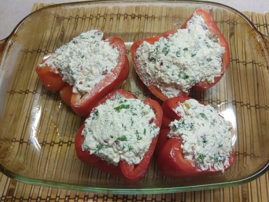 Фото рецепта - Перец, фаршированный творогом с зеленью - шаг 3