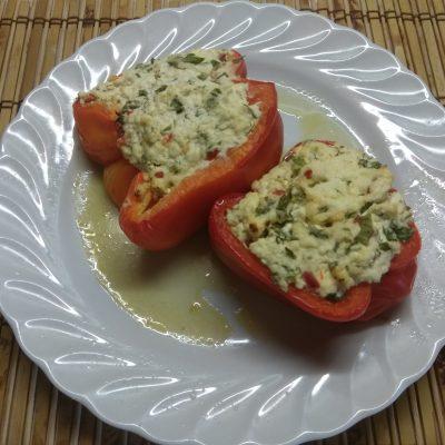 Перец, фаршированный творогом с зеленью - рецепт с фото