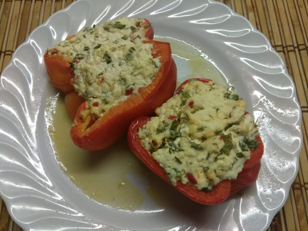 Фото рецепта - Перец, фаршированный творогом с зеленью - шаг 4
