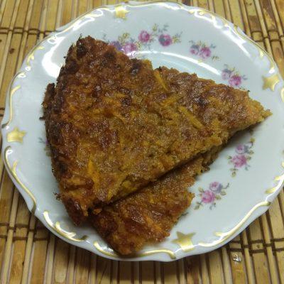 Морковный пирог с арахисом - рецепт с фото