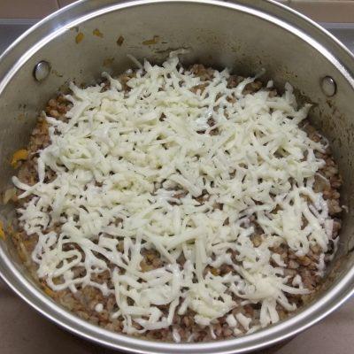 Фото рецепта - Гратен из гречки с хеком под моцареллой - шаг 5