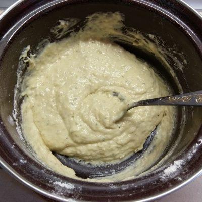 Фото рецепта - Несладкие оладьи на молоке с колбасой - шаг 4