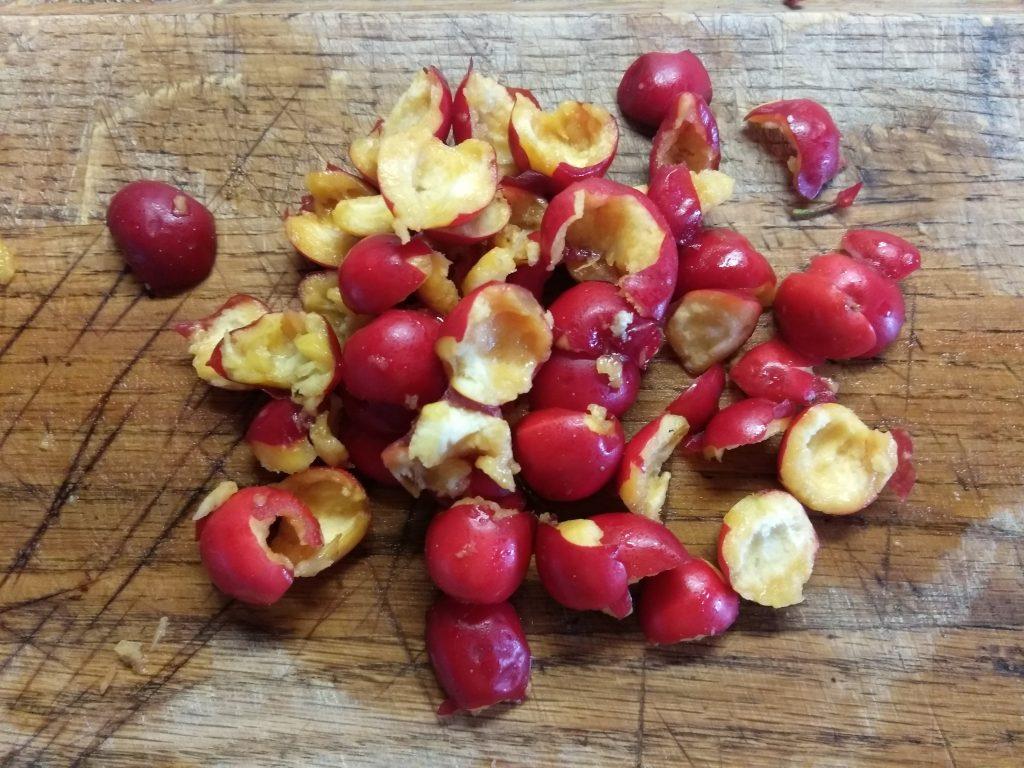 Фото рецепта - Коктейль с боярышником и медом на кефире - шаг 1