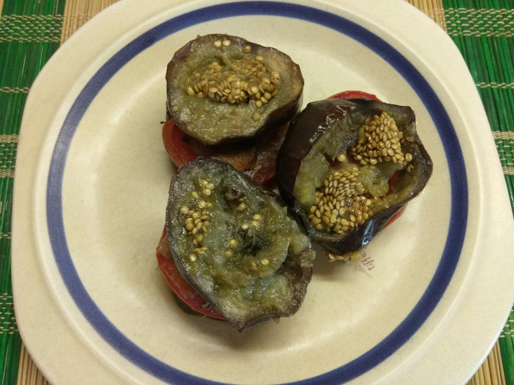 Фото рецепта - Запеченные пенечки из баклажанов и помидоров с грудинкой - шаг 5