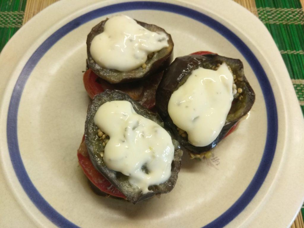 Фото рецепта - Запеченные пенечки из баклажанов и помидоров с грудинкой - шаг 6