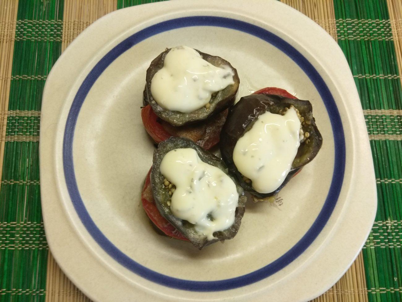 Запеченные пенечки из баклажанов и помидоров с грудинкой