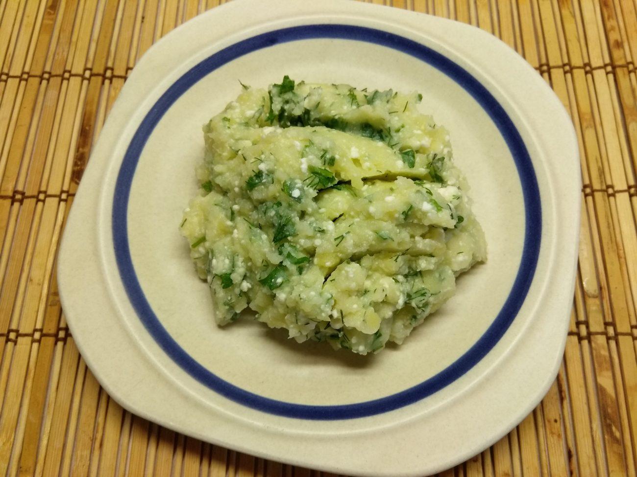 Картофельное пюре с творогом и зеленью на молоке
