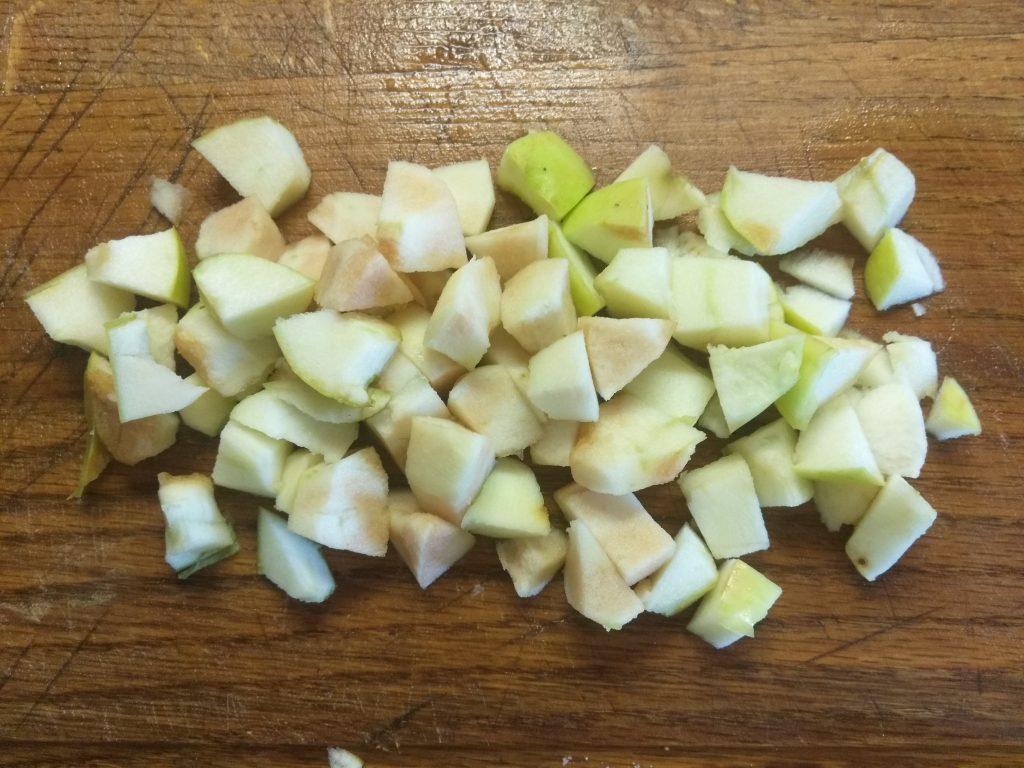 """Фото рецепта - Салат с куриной грудкой и яблоком """"Мечта гурмана"""" - шаг 4"""