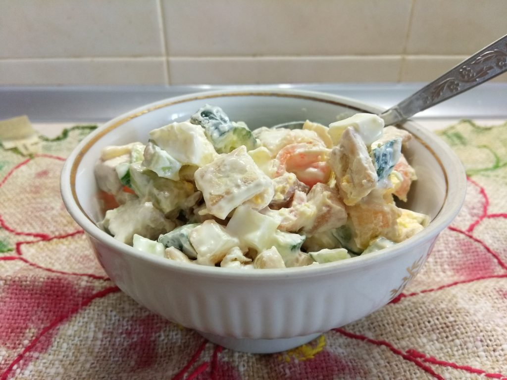"""Фото рецепта - Салат с куриной грудкой и яблоком """"Мечта гурмана"""" - шаг 8"""