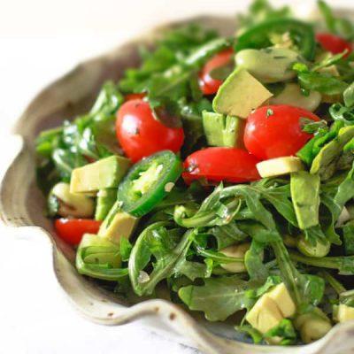 Овощной салат с авокадо и мятой - рецепт с фото