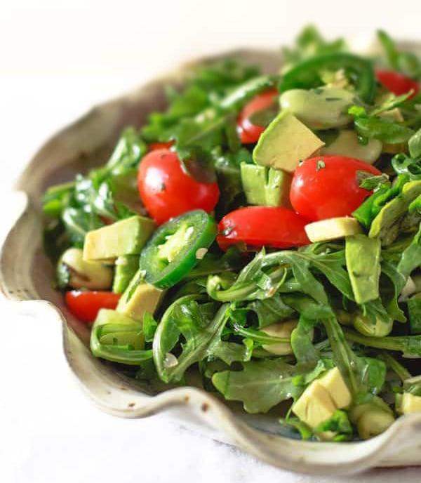 Овощной салат с авокадо и мятой