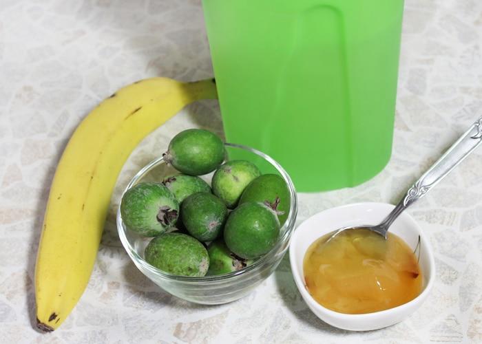 Фото рецепта - Смузи из банана и фейхоа - шаг 1