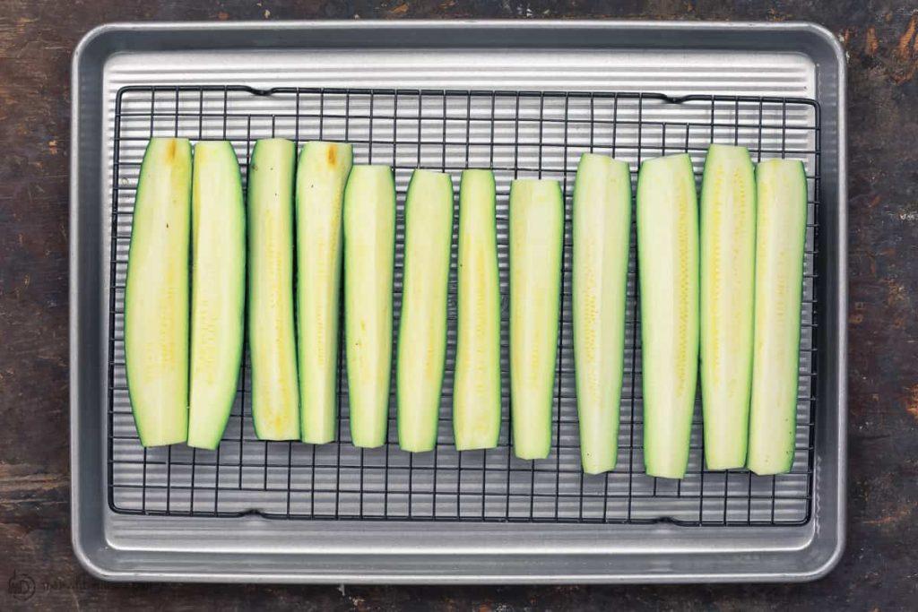 Фото рецепта - Запеченные кабачки в духовке - шаг 3