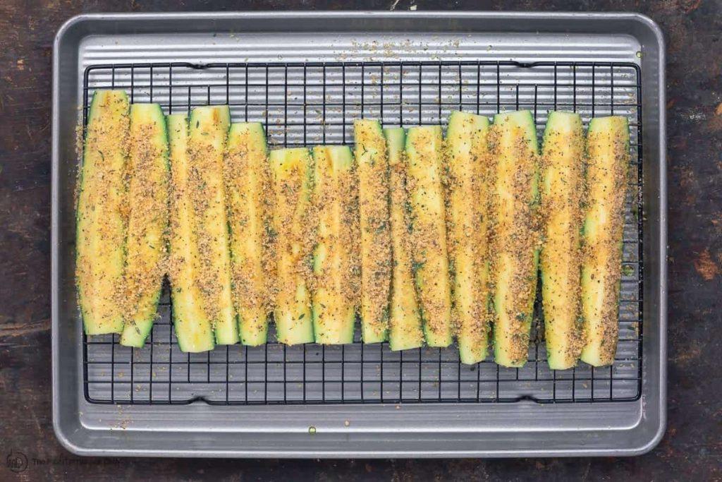 Фото рецепта - Запеченные кабачки в духовке - шаг 4