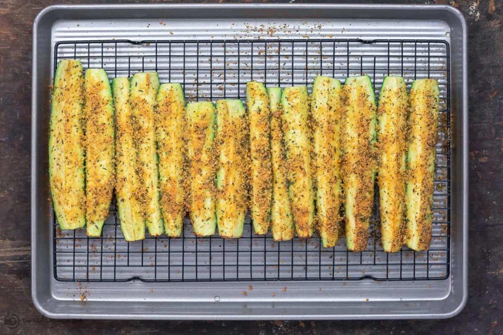 Фото рецепта - Запеченные кабачки в духовке - шаг 5
