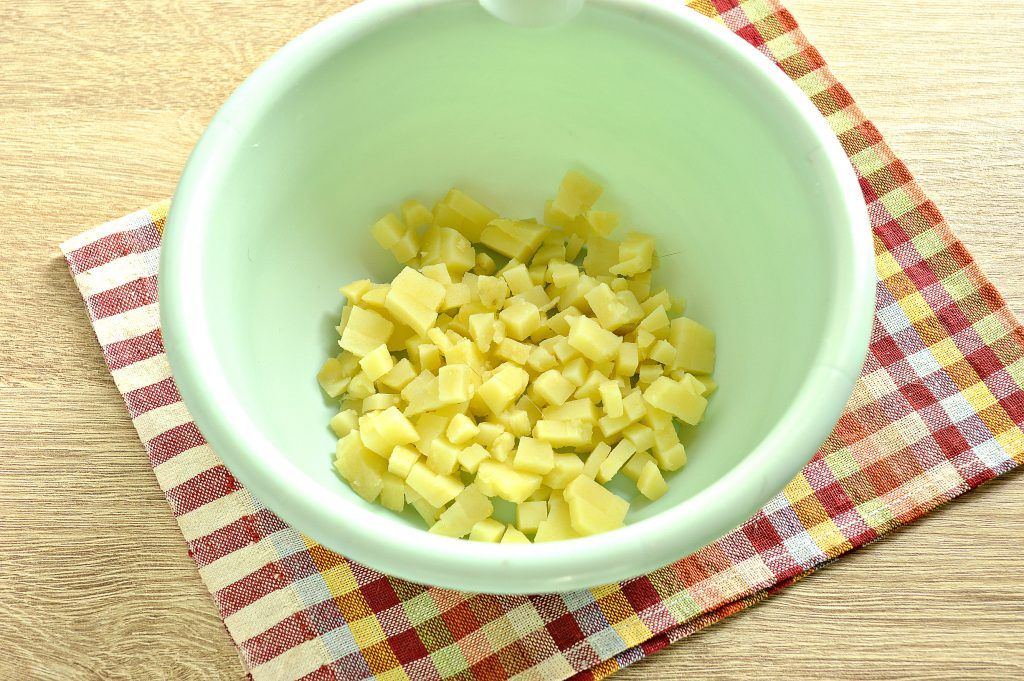Фото рецепта - Мясной салат с индейкой в тарталетках - шаг 1