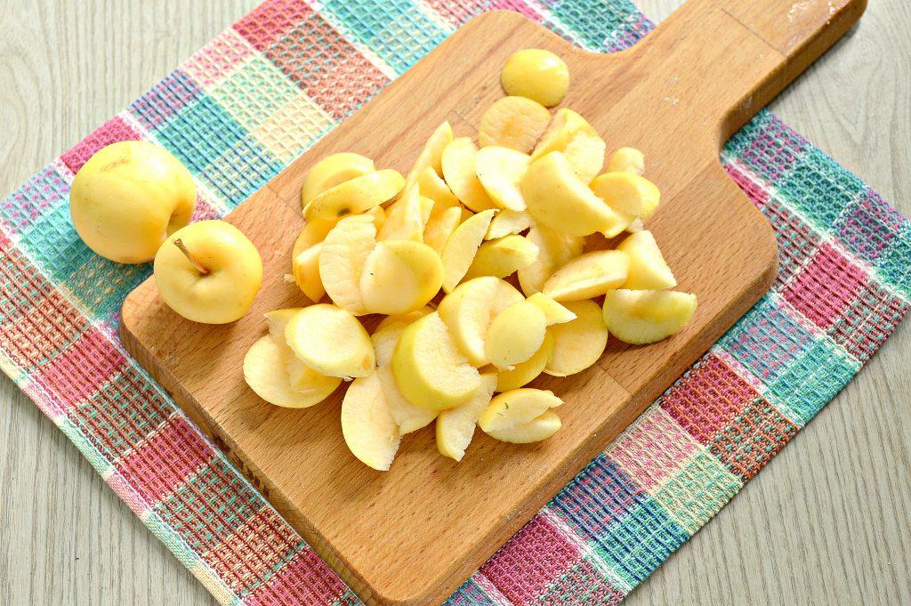Фото рецепта - Быстрый яблочный пирог с ранетками - шаг 1