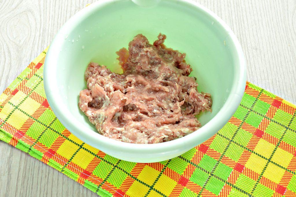 Фото рецепта - Домашние манты с мясным фаршем, картофелем и тыквой - шаг 1