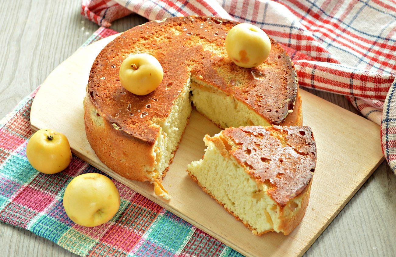 Быстрый яблочный пирог с ранетками
