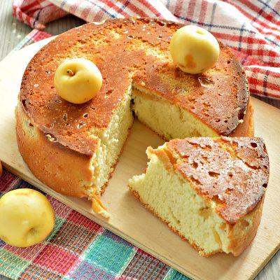 Быстрый яблочный пирог с ранетками - рецепт с фото