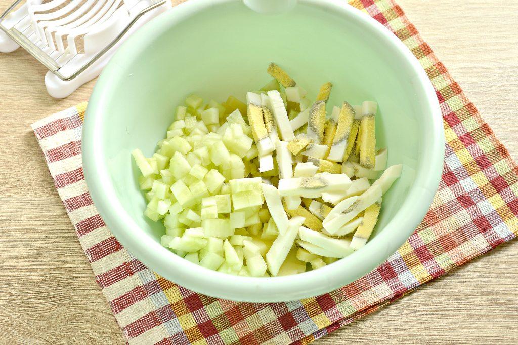 Фото рецепта - Мясной салат с индейкой в тарталетках - шаг 2