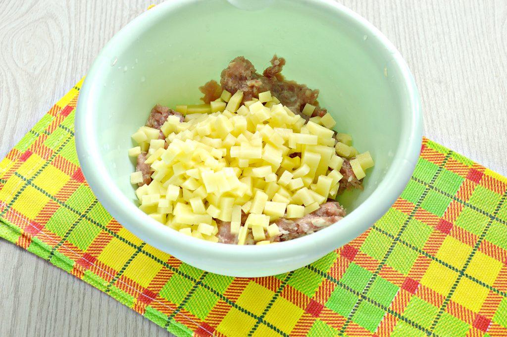Фото рецепта - Домашние манты с мясным фаршем, картофелем и тыквой - шаг 2