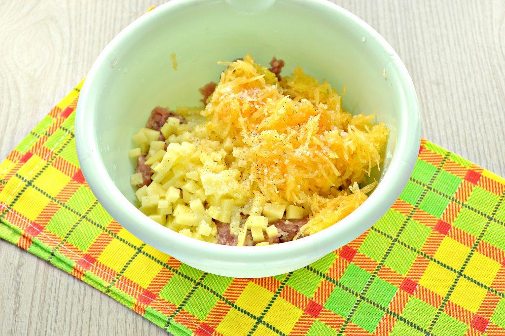 Фото рецепта - Домашние манты с мясным фаршем, картофелем и тыквой - шаг 3