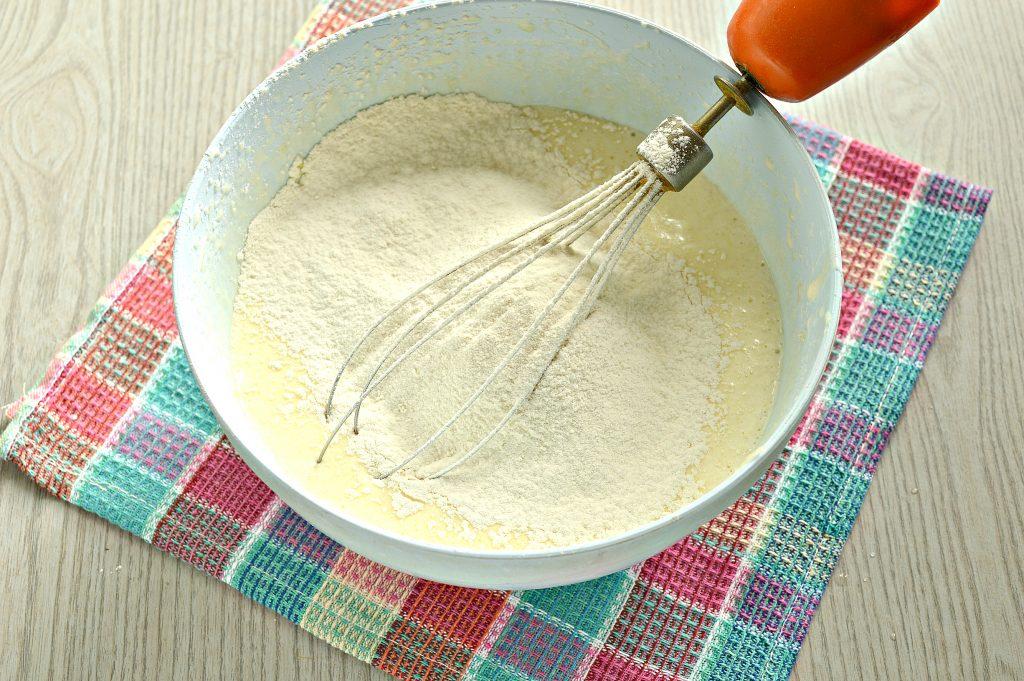 Фото рецепта - Быстрый яблочный пирог с ранетками - шаг 4