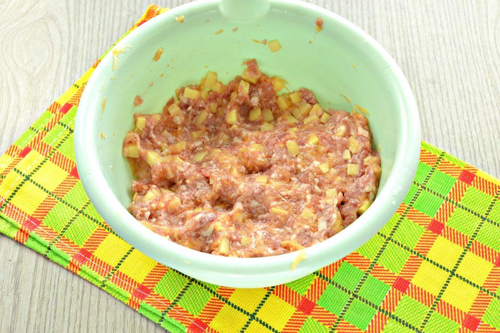 Фото рецепта - Домашние манты с мясным фаршем, картофелем и тыквой - шаг 4