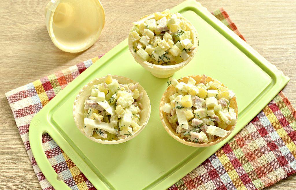 Фото рецепта - Мясной салат с индейкой в тарталетках - шаг 5