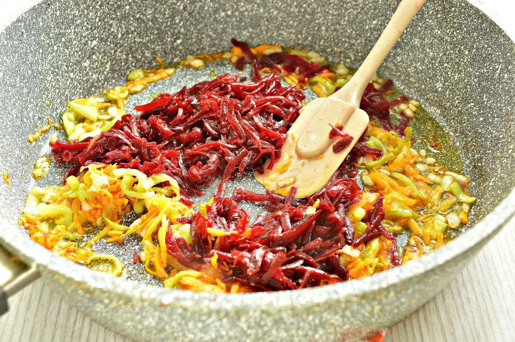 Фото рецепта - Красный борщ с индейкой - шаг 5
