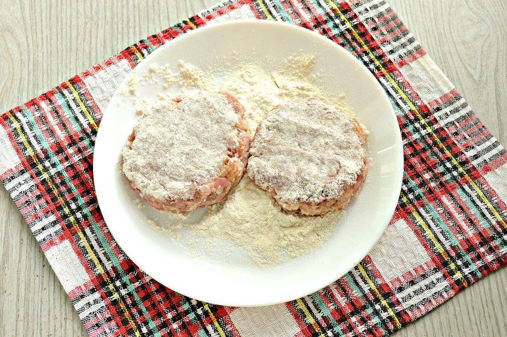 Фото рецепта - Сочные мясные котлеты с тыквой - шаг 5