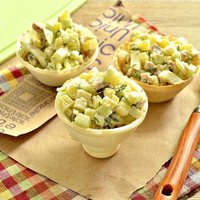 Мясной салат с индейкой в тарталетках - рецепт с фото