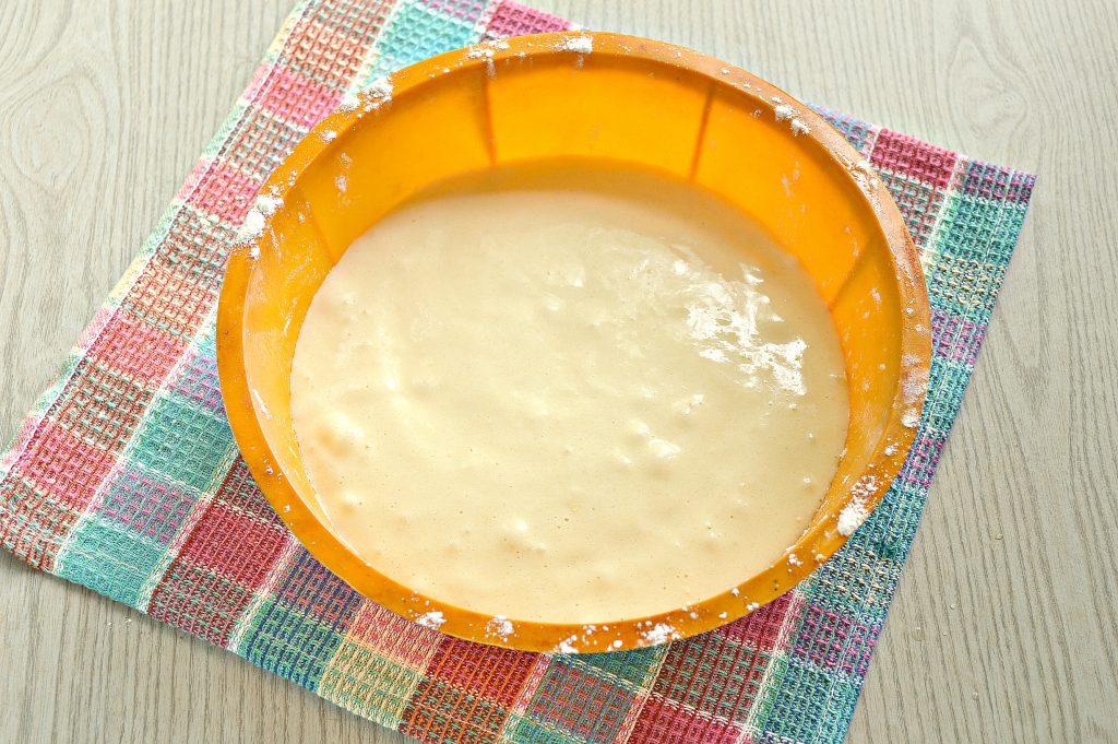 Фото рецепта - Быстрый яблочный пирог с ранетками - шаг 6