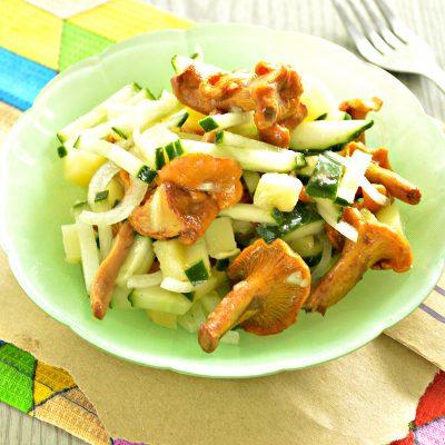 Постный салат с лисичками, картофелем и огурчиком - рецепт с фото