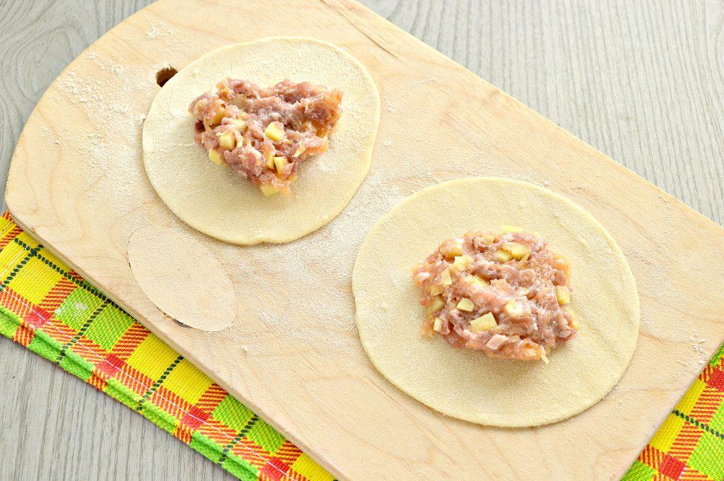 Фото рецепта - Домашние манты с мясным фаршем, картофелем и тыквой - шаг 6