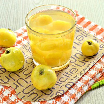 Яблочный компот из ранеток - рецепт с фото