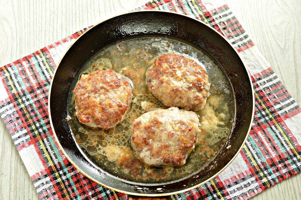 Фото рецепта - Сочные мясные котлеты с тыквой - шаг 7