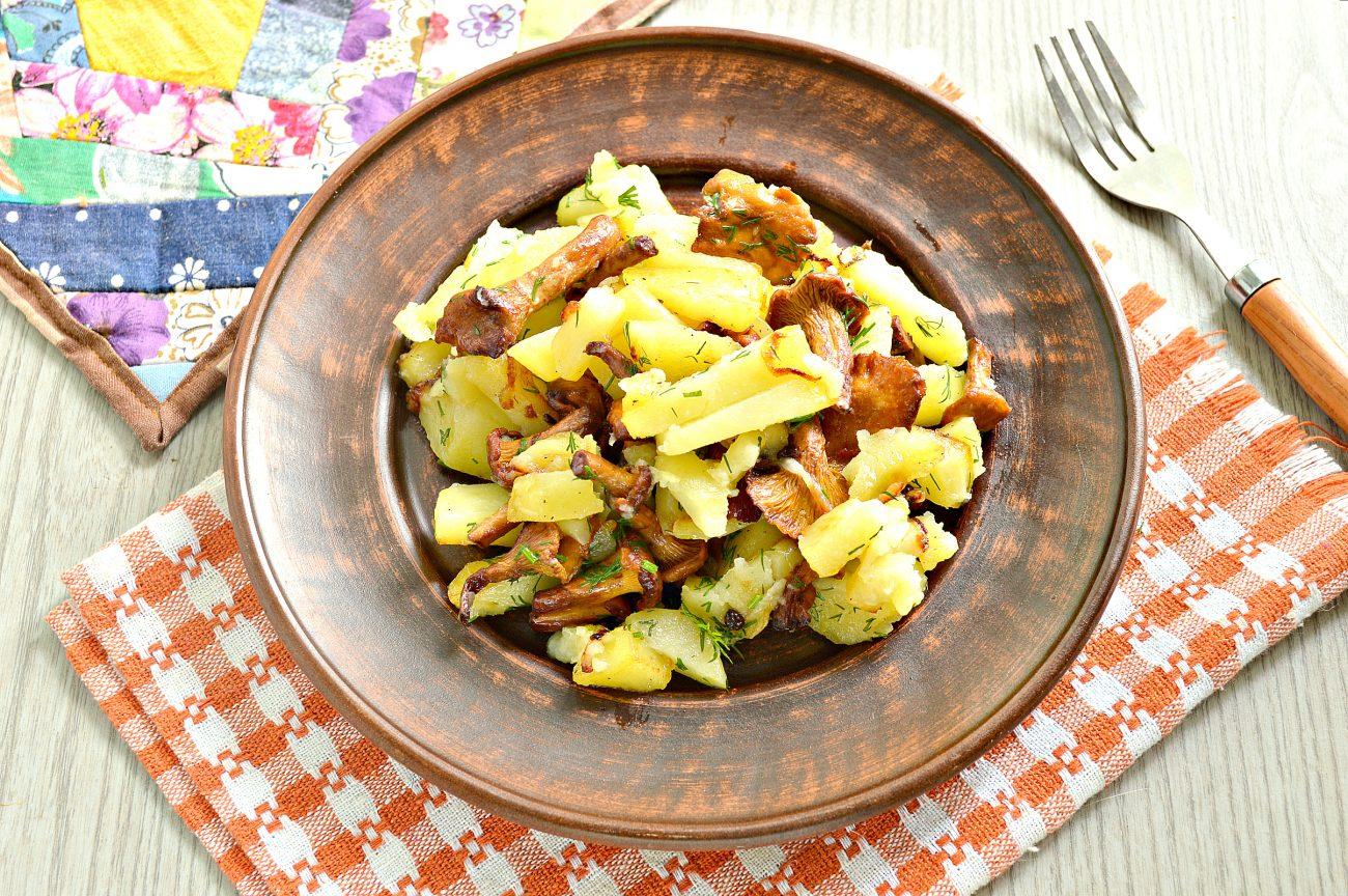 Картофель, жареный с лисичками