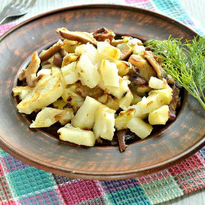 Замороженные грибы на сковороде с картофелем и овощами - рецепт с фото