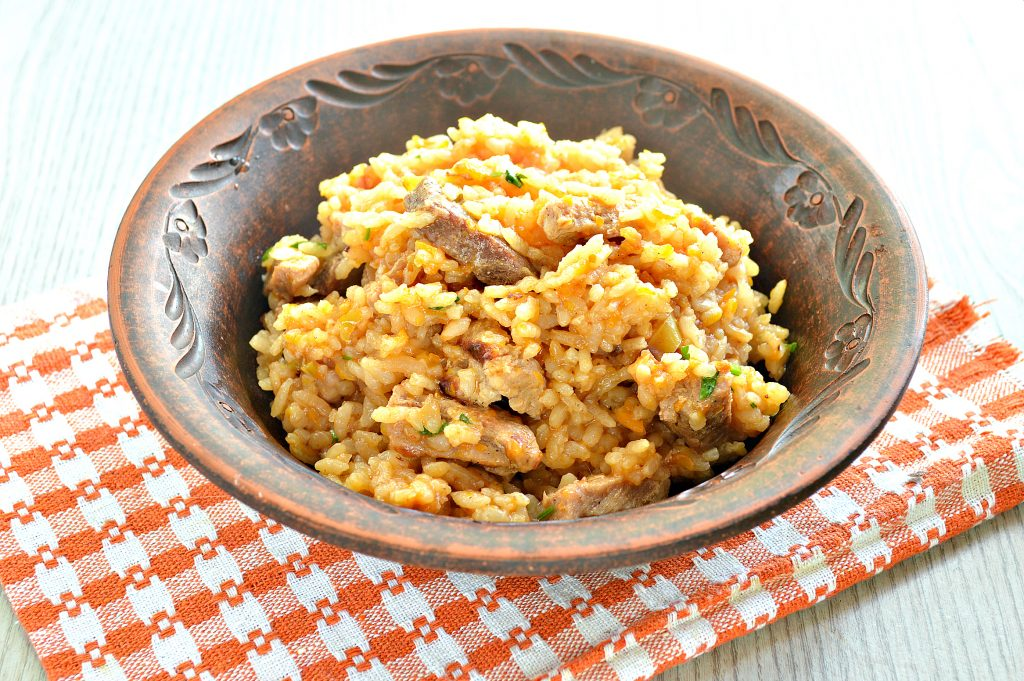 Фото рецепта - Плов со свининой и овощами на сковороде - шаг 8
