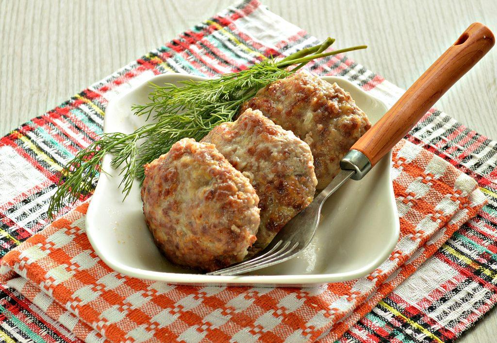Фото рецепта - Сочные мясные котлеты с тыквой - шаг 8