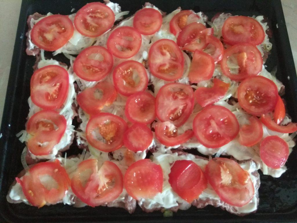 Фото рецепта - Запеченное мясо по-французски с помидорами - шаг 3