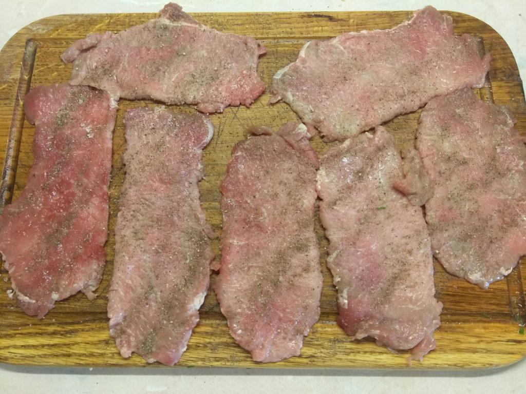 Фото рецепта - Запеченные мясные рулеты с зеленью - шаг 1