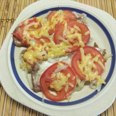 Запеченное мясо по-французски с помидорами - рецепт с фото