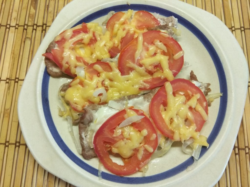 Фото рецепта - Запеченное мясо по-французски с помидорами - шаг 5