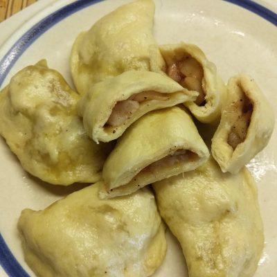 Фото рецепта - Вареники с яблоками и боярышником - шаг 5