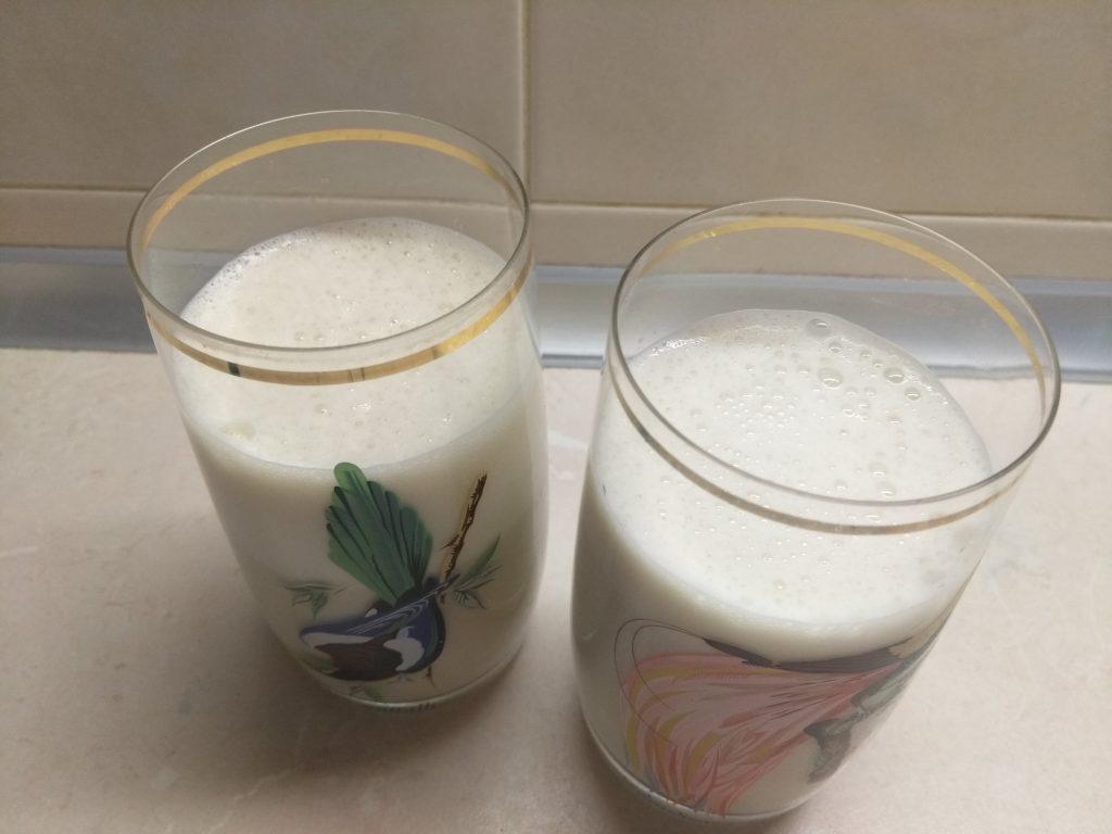 Фото рецепта - Коктейль на кефире с грушей и имбирем - шаг 3