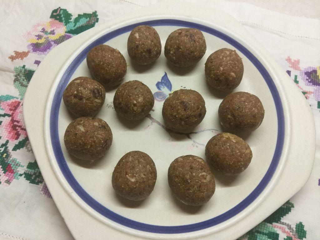 Фото рецепта - Конфеты из семян подсолнуха и фиников - шаг 4